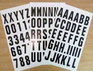Pack 84 x 50 mm-Noir sur blanc-lettres et chiffres autocollants en vinyle étanche &auto-adhésive pour coller les lettres, les véhicules, embarcations, les projets scolaires &affiches de la marque Minilabel image 0 produit
